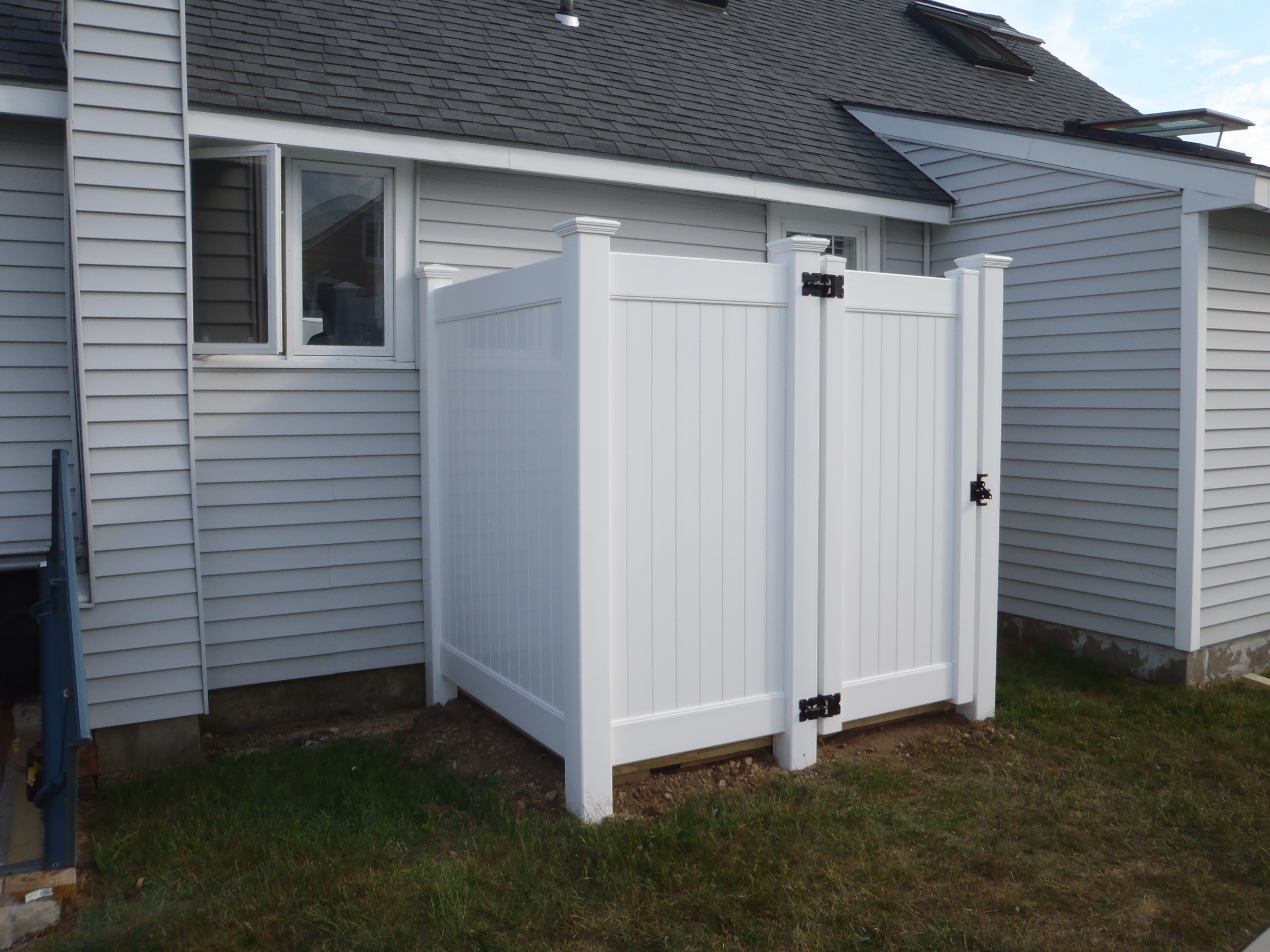 Outdoor Showers | Stafford Fence Company